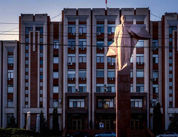 Pomnik Lenina w centrum Tyraspolu / fot. Piotr Trybalski, http://trybalski.com/