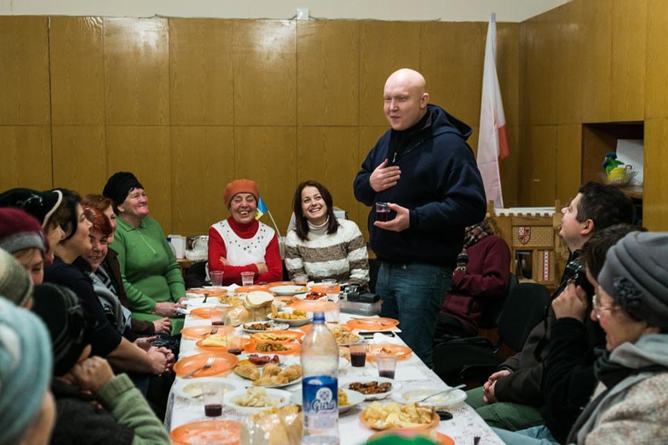 Spotkanie z Polakami w Grigorówce, w Mołdawii. Przemawai autor reportażu, Wojciech Jankowski (fot. Marta Rybicka)