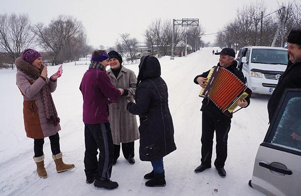 Tyrnowo, pożegnanie z miejscowymi Polakami (fot. Wojciech Jankowski)