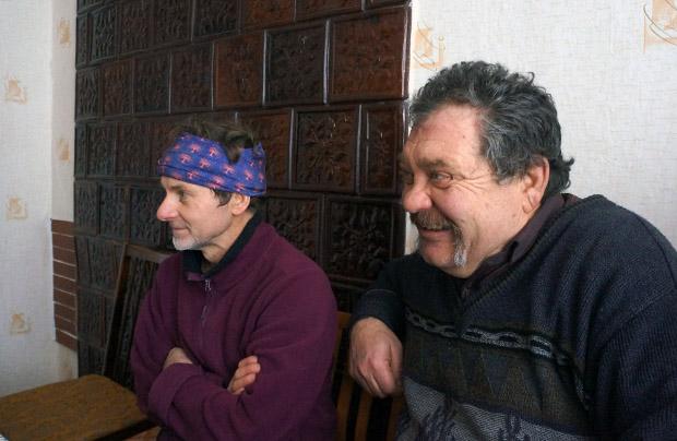 """Tyrnowo. Marek Pantuła (od lewej) i Corneliu Fulgar Syrkowski – """"Tyrnowski Zagłoba"""" (fot. Wojciech Jankowski)"""